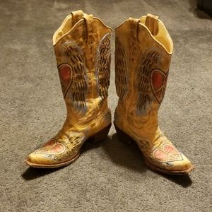 Corral boots! Hearts, wings, peace!